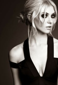 Messy bun, smokey eye and cut out dress on Taylor Momsen