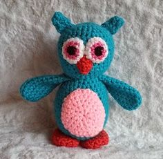 This cute owl is designed by Melissa. The pattern is a free Ravelry download . There are about 40 owl patterns in this directory.