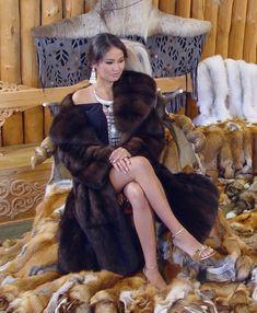 Fox Fur Jacket, Fox Fur Coat, Fur Coats, Sable Fur Coat, Fur Bedding, Luxury Lifestyle Fashion, Furry Girls, Great Women, Fur Fashion