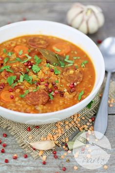 Zupa z czerwonej soczewicy z chorizo