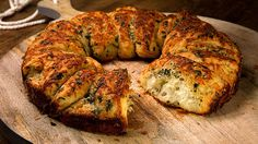 Homebaked garlic bread- Selbstgebackenes Knoblauchbrot Homemade Garlic Bread (recipe with image) from Chef Video Pizza Recipes, Bread Recipes, Cooking Recipes, Homemade Garlic Bread, Bread Starter, Baked Garlic, Party Finger Foods, Bread Baking, Scones