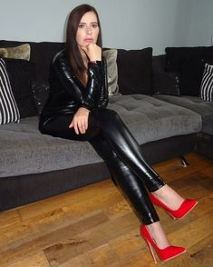 Leggings And Heels, Shiny Leggings, Leggings Are Not Pants, Vinyl Dress, Leather Pants, Leather Outfits, Sexy Heels, Catsuit, Lady