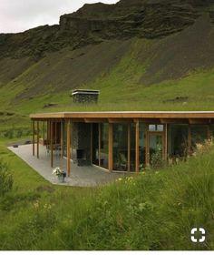 Tiny House Design, Modern House Design, Casa Dos Hobbits, Earth Sheltered Homes, Earthship Home, Underground Homes, Earth Homes, House Roof, Pop House