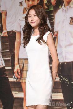韓国・ソウル(Seoul)の永登浦(Yeong-deungpo)区にあるコンベンションセンターで行われた、韓国放送公社(KBS)の新ドラマ「ハイスクール:ラブオン(High School: Love On)」の制作発表会に出席した、女優のキム・セロン(Kim Sae-Ron、2014年7月7日撮影)。(c)STARNEWS ▼9Jul2014AFP|ドラマ「ハイスクール:ラブオン」制作発表会、主演3人も登場 http://www.afpbb.com/articles/-/3020051 #Kim_Sae_Ron #김새론 #金賽綸 #金赛纶