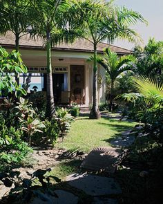 Lanikai Beach Grand Cottage - tropical - landscape - hawaii - by Peter Vincent Architects