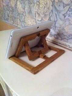Подставка для планшета из дерева.