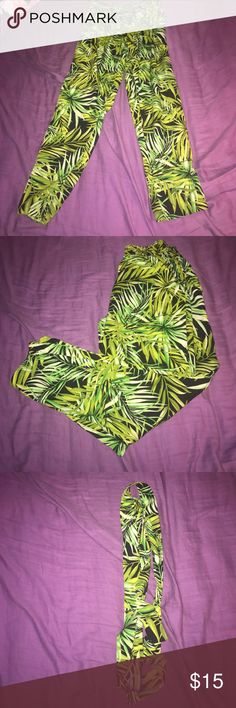 Pants Green leaf patterned pants very vibrant ! Comes with matching belt! Forever 21 Pants