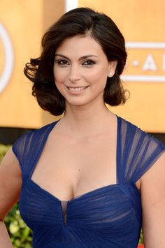 Morena Baccarin is a Brazilian American actress. She portrays Leslie Thompkins o… Morena Baccarin is a Brazilian American actress. Morena Baccarin Deadpool, Morena Baccarin Gotham, Morena Baccarin Firefly, Beautiful Celebrities, Beautiful Actresses, Gorgeous Women, Liza Minnelli, Kelly Osbourne, Non Blondes