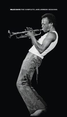 His complex passionate riffs have audiences spellbou… Miles Davis redefined jazz. His complex passionate riffs have audiences spellbound. Jazz Artists, Jazz Musicians, Music Artists, Miles Davis, Montreux Jazz, Electric Music, Jack Johnson, Smooth Jazz, Foto Art