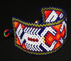 Pulsera Huichol por BiuluArtisanBoutique en Etsy