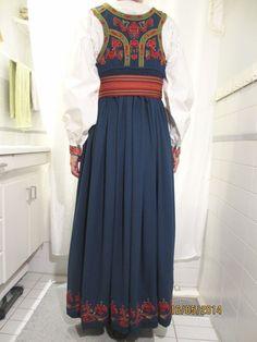 Øst / Aust Telemark bunad med skjorte og sølv | FINN.no Textiles, Costumes, Formal Dresses, Folklore, Norway, Inspiration, Scandinavian, Birth, Beauty