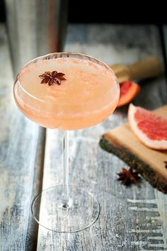 Silk Road - A Grapefruit Martini Recipe ~ Cooks With Cocktails Grapefruit Vodka Cocktails, Tonic Cocktails, Grapefruit Recipes, Refreshing Cocktails, Fun Drinks, Yummy Drinks, Alcoholic Drinks, Beverages, Martini Party