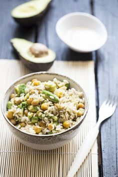 Rýže s avokádem a tahini dresinkem
