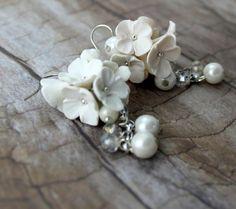 Orecchini cascata di fiori bianchi gioielli da sposa di TaleJewels  #Earrings #white #polymer #clay #handmade #fimo #flowers #boho #chic #bohemian #romantic #wedding #bridal #bride #jewels #jewelry #jewel #diy #whitemood #mood #gift #for #her #I #love #shopping #Etsy #buyonEtsy #Etsian #Etsyshop #TaleJewels #Tale #Jewellery