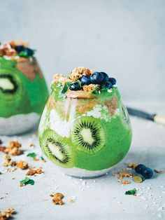 Try this kale smoothie recipe with kiwi and chia from Green Kitchen Stories. Green Kitchen Smoothies book shows you how to pack fruit and veg into healthy smoothies Kale Smoothie Recipes, Kiwi Smoothie, Fruit Smoothies, Healthy Smoothies, Healthy Snacks, Fitness Smoothies, Parfait Recipes, Healthy Breakfasts, Fruit Slices