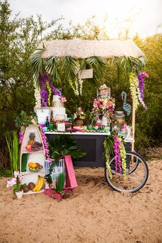 Four Fun and Beautiful Beach Wedding Reception Decor Ideas – Bridezilla Flowers Beach Wedding Favors, Wedding Reception Decorations, Beach Weddings, Tropical Party, Tropical Vibes, Pool Bar, Wedding Prep, Dream Wedding, Wedding Ideas