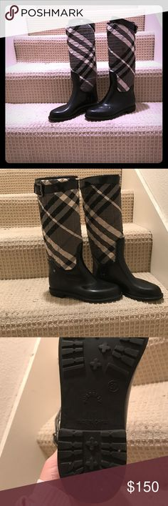 Burberry raining boots Used / very good condition / Burberry Shoes Winter & Rain Boots