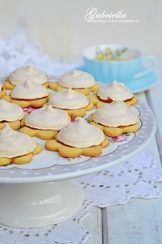 Gabriella kalandjai a konyhában :): Habcsókos linzer Slovak Recipes, Small Cake, Biscotti, Vanilla Cake, Panna Cotta, Bakery, Muffin, Food And Drink, Sweets