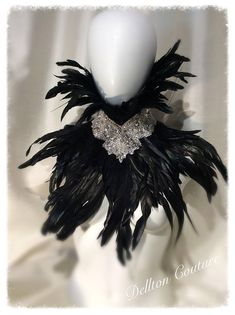 Queen Fashion, Gothic Fashion, Movie Costumes, Halloween Costumes, Evil Queen Costume, Vampire Fashion, Gothic Crown, Gothic Looks, Costume Makeup