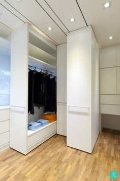 Who wouldn't love full length closet storage space? #walkinwardrobe #storage