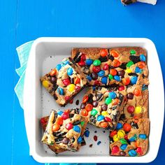 Loaded M&M Oreo Cookie Bars Recipe -We're all so busy and pressed for time… Oreo Cookie Bar, Oreo Cookies, Cookie Bars, Bar Cookies, Oreo Bars, Oreo Dessert, Dessert Bars, Chocolates, Picnic Desserts
