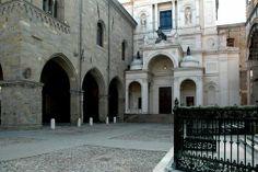 Piazza Duomo. Bergamo Alta - foto di Roberto Capellini --- Questa fotografia partecipa al Concorso Fotografico Bergamo, per votarla condividila dalla pagina Facebook http://on.fb.me/1bfzk4E (la trovi tra i post di altri) e carica anche tu le tue foto su www.orobie.it per partecipare al concorso!