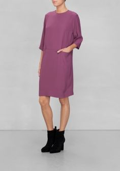 Relaxed and versatile, this knee-brushing dress with front seam pockets is a chic day-to-night alternative that provides multiple styling options.