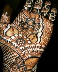 "Just some Gulfy roses and leaves "" We ignored Truth, For Temporary Happiness. Palm Henna Designs, Latest Bridal Mehndi Designs, Stylish Mehndi Designs, Mehndi Art Designs, Beautiful Mehndi Design, Henna Tattoo Designs, Heena Design, Mehndi Design Pictures, Mehndi Images"