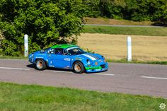 #Alpine #A110 à la Montée Historique de #Montgueux Article original : http://newsdanciennes.com/2015/08/30/grand-format-course-de-cote-et-montee-historique-de-montgueux/ #Classic_Cars #Vintage #Racing #Voiture #Ancienne