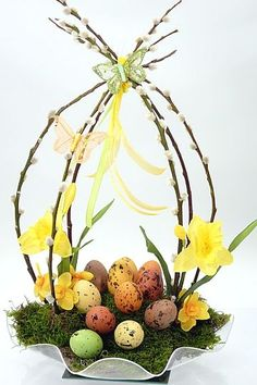 Easter decoration - Decoration Crafts for Easter - Easter arrangement, Easter Bunny and Easter eggs Easter Flower Arrangements, Easter Flowers, Easter Centerpiece, Diy Centerpieces, Floral Arrangement, Diy Flowers, Deco Floral, Arte Floral, Easter Projects