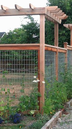 West Seattle Fence - Cedar Fencing - Wire Grid