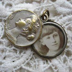 Antique photo locket, Art Nouveau, 1910