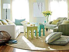 סלון פנג שואי.סלון בצבעי ירוק וטורקיז, טקסטורות רכות (צילום: מתוך האתר bhg.com)