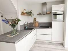 Kitchen Island Decor, Kitchen Dinning, Home Decor Kitchen, Kitchen Interior, Home Kitchens, Kitchen Furniture, Home Room Design, Dining Room Design, Home Interior Design