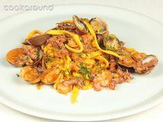 Tagliatelle con calamari vongole e gamberetti: Ricette di Cookaround | Cookaround