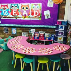 Can you tell that I really love @missandrewsclassroom . There are so many things I love about her classroom. The dry erase spots, stools, and bright colors are a few of those many things. #earlycorelearning