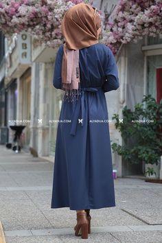 Seda Tiryaki - Lacivert İncili Esin Elbise Hijab Fashion, Fashion Dresses, Fasion, Stylish Dresses For Girls, Girls Dresses, Mode Hijab, Hijab Outfit, The Dress, Draw Faces