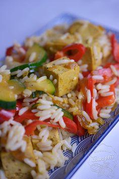 Tofu z warzywami i ryżem - przepis na obiad bez mięsa Tofu, Pasta Salad, Curry, Chicken, Meat, Ethnic Recipes, Crab Pasta Salad, Curries, Cubs