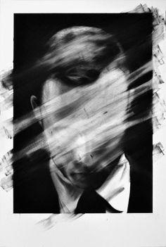 """坂井直樹の""""デザインの深読み"""": 「目に見えない」と「無題」と名付けられたポートレイト。アイデンティティである顔を破壊する抽象的な写真作品がかっこよすぎる。"""