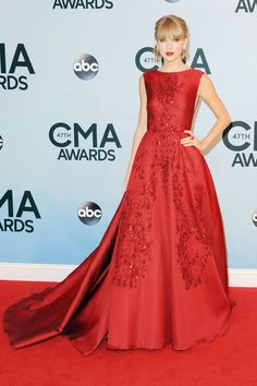 CMA's red carpet: Taylor Swift