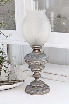 Beautiful, vintage oil burning lamp ~❥
