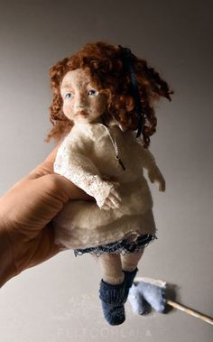 JOSEPHA is another little doll that I have for some time with me. She is articulated and I just had to add freckles on her face to unveil her true personality! Needle Felted, Felting, Little Doll, Felt Toys, Felt Art, Freckles, Art Dolls, Faces, Teddy Bear