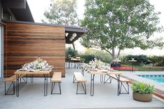 Patio Perfect - Inside A Los Angeles Designer's Moonlit Dinner Party - Photos Outdoor Furniture Sets, Outdoor Decor, Family Room, Outdoor Settings, Table Settings, Outdoor Space, Outdoor Tables, Patio Decor, Outdoor Furniture