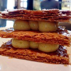 Melhor mil folhas da vida, mas a tortinha de caramelo com sal ganhou  #paris #millefeuilles #dessertporn #food #foodporn #instafood #tagsforlikes #like4like #yummy #amazing #instagood #picoftheday #photooftheday #fresh #followme #tasty #foodie #delish #delicious #eating #foodpics #foodies #eat #hungry #foodgasm #foods #foodlovers #ilovesharingfood #instagourmet