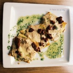 regram @latapadelaolla Cuadronni de ricotta y champiñón con crema de panceta y trufa #latapadelaolla #food #enjoy #restaurant #restaurante #gastrobar #tapas #tapeo #madrid #cocktails #drinks #tataki #teriyaki #coffe #cake  #café #gastronomia #gintonic #art #music #caña #beer #wine #vino by restaurantesdemadrid