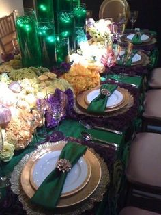 """Wizard of Oz table - a bit much for 6 year olds BUT i like the idea of the green water for """"Oz"""""""