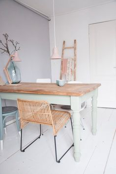 Dining area | Soft pastels | Kitchen Interior inspiration | Minty pastel kitchen table | Pink desk lamp | Grey walls and white floors | Interior design