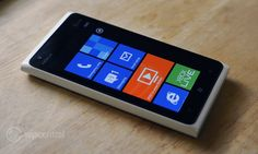 """Apple lawyer holding a Nokia Lumia: """"Not every smartphone needs to look like an iPhone."""""""
