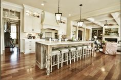 Would love to cook a meal in this kitchen!  Construction and design by David Weis and Meridian Construction. Cabinets by Barber Cabinet Company. #LouisvilleHomeBuilder #HomeBuildersLouisville #LouisvilleNewHomes #LouisvilleBuilders #Custom #HomeBuilderLouisville #LouisvilleCustomHomeBuilder #CustomHomeBuilder #CustomBuiltHomesLouisville #MeridianConstruction #NortonCommons #Homearama