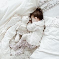 This little darling looks so cozy and comfy in our floral tights. Lovely capture by @mylifeofmuses
